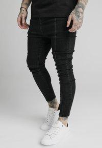 SIKSILK - DROP CROTCH PLEATED APPLIQUÉ - Slim fit jeans - black - 0