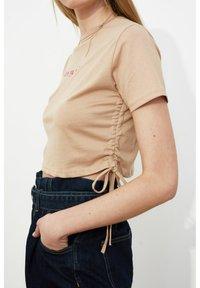 Trendyol - Print T-shirt - brown - 5