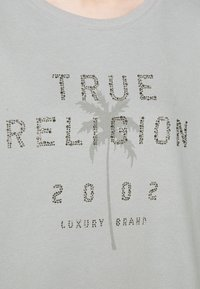 True Religion - BOXY CREW NECK PALM TREE - Mikina - frost - 5