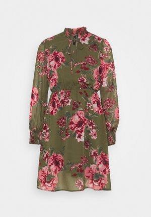 VMNEWSUNILLA SMOCK DRESS - Kjole - kalamata/newsunilla