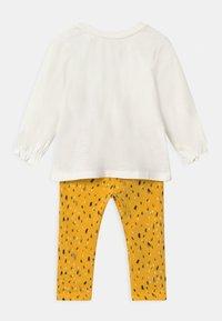 Name it - NBFNICOLA BABY SET - Leggings - Trousers - snow white/spicy mustard - 1