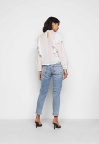 ONLY Petite - ONLVENEDA LIFE MOM - Džíny Straight Fit - light blue denim - 2