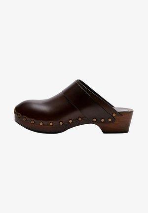 Sabots - brown
