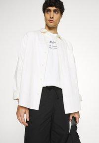 GANT - SUMMER - T-shirt med print - eggshell - 3
