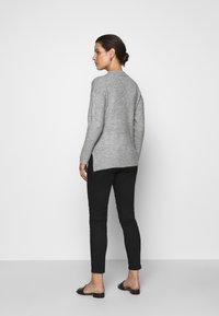 LOVE2WAIT - KEIRA CROPPED - Slim fit jeans - black - 2