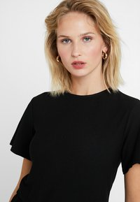 New Look - TEXTURED PEPLUM TOP - T-shirts med print - black - 4