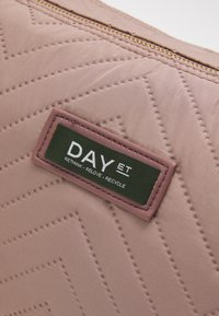 DAY ET - GWENETH CHEWRON BEAUT - Toalettmappe - antler rose - 3