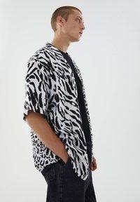 PULL&BEAR - Shirt - black - 4