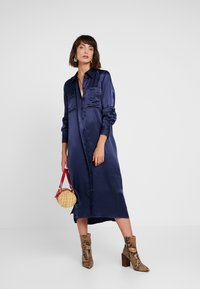 Levete Room - FLORENCE - Blousejurk - dress blues