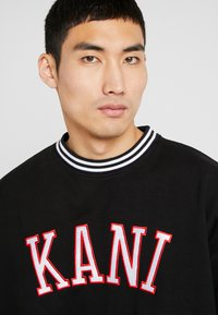 Karl Kani - COLLEGE CREW - Sweatshirt - black/red/white - 4