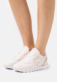 Reebok Classic - Trainers - cer pink/blush metallic/footwear white - 0