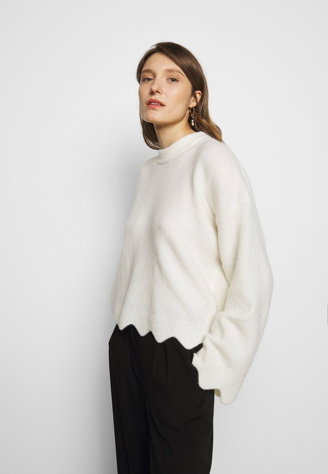 CREW NECK WITH SCALLOPS - Trui - white