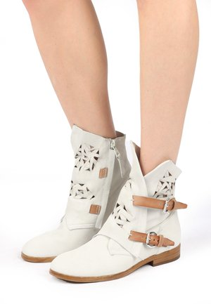 Cowboy/biker ankle boot - bianco
