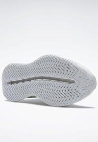 Reebok Classic - ZIG ELUSION ENERGY SHOES - Matalavartiset tennarit - white - 4