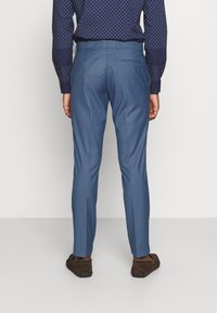 Isaac Dewhirst - THE FASHION SUIT NOTCH - Puku - blue - 5