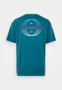 Quiksilver - NEON BALLROOM  - Print T-shirt - blue coral - 1