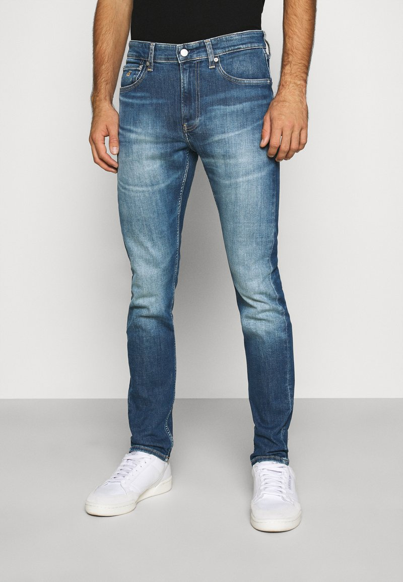 Calvin Klein Jeans - SLIM TAPER - Jeans Tapered Fit - bright blue
