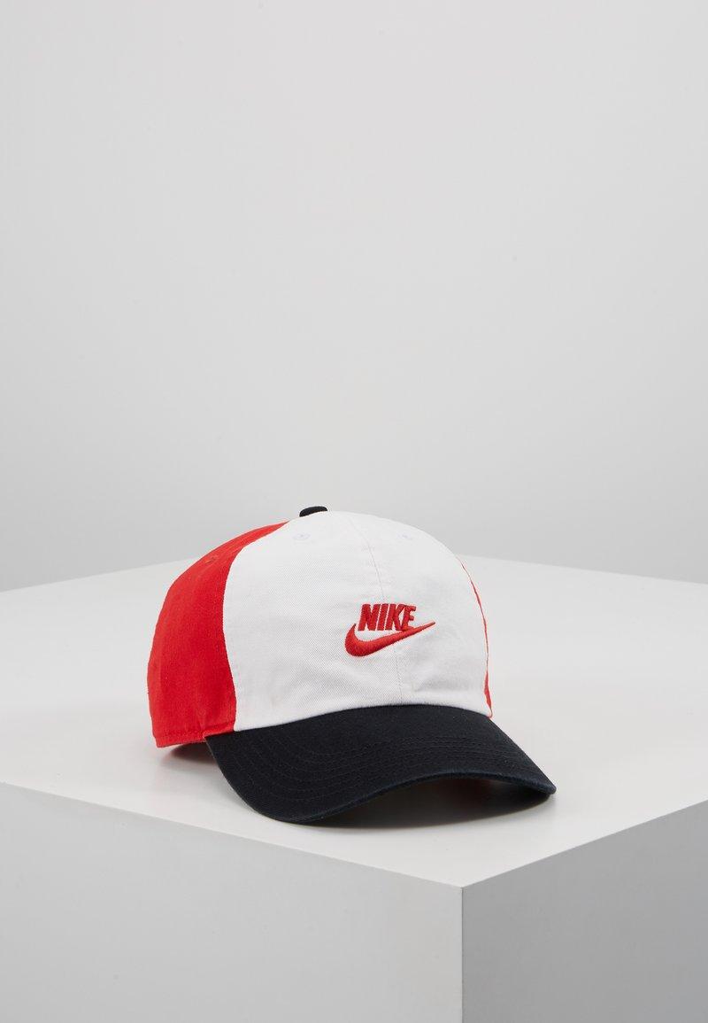 Nike Sportswear - FUTURA - Kšiltovka - university red