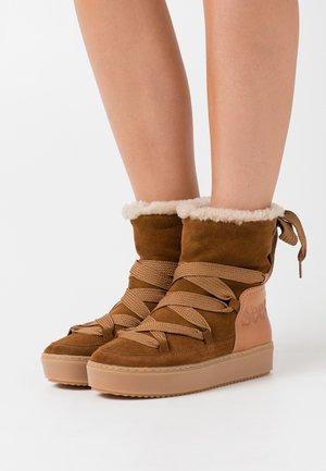 Kotníkové boty na platformě - light brown