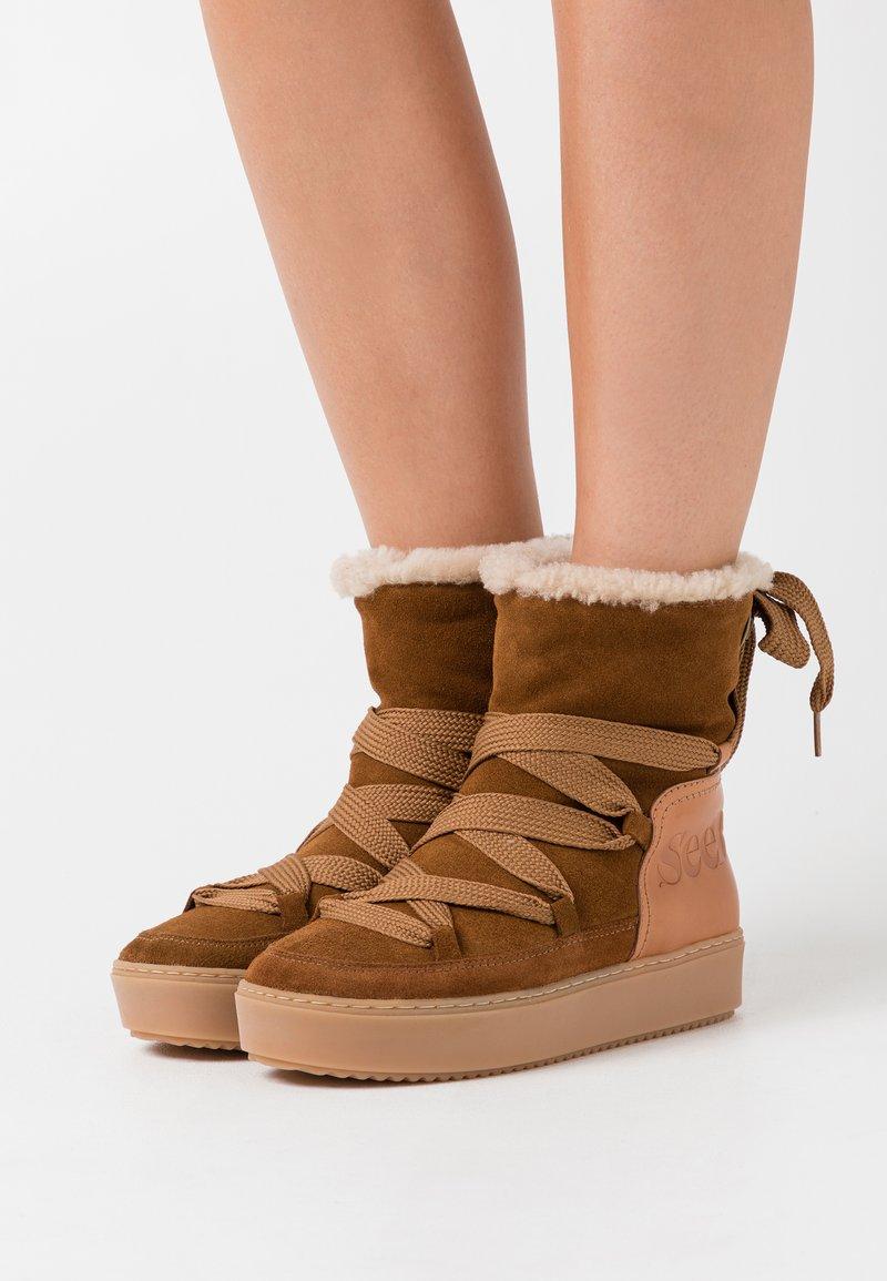 See by Chloé - Kotníkové boty na platformě - light brown