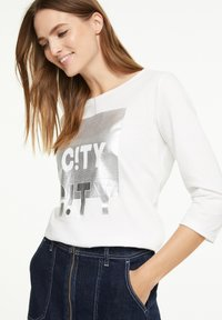comma casual identity - Long sleeved top - offwhite wording metallic - 0