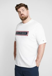 Tommy Hilfiger - CORP FRAME TEE - Print T-shirt - white - 0