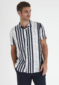 Tailored Originals - Camisa - milky white - 0