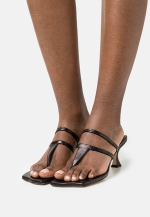 ALLIE  - Sandály s odděleným palcem - black