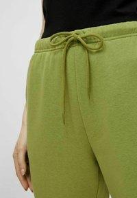Pieces - Pantaloni sportivi - turtle green - 3