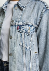 Levi's® - EX-BOYFRIEND TRUCKER - Denim jacket - extra-ordinary - 4
