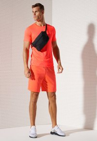 Superdry - ACTIVE - Sports shirt - neon red - 0