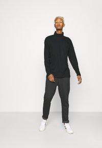Nominal - MINI CHECK TROUSER - Trousers - black - 1