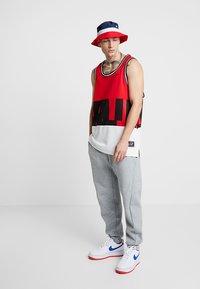 Nike Sportswear - AIR TANK - Top - university red/sail - 1