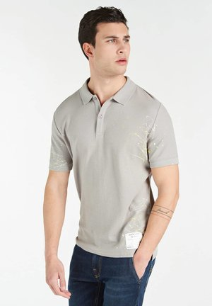 MIT PATCH BEMALT - Polo shirt - grau