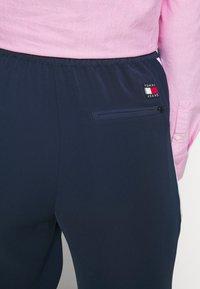 Tommy Jeans - STRIPE DETAIL SMART - Tracksuit bottoms - twilight navy - 2