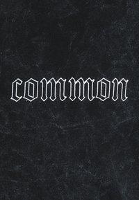 Common Kollectiv - WASHED TWINSET UNISEX - T-shirt imprimé - black - 5
