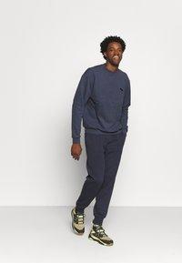 pinqponq - UNISEX - Sweater - currant blue - 1
