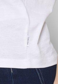 Calvin Klein - CORE LOGO CREW TEE - T-shirt con stampa - white - 4