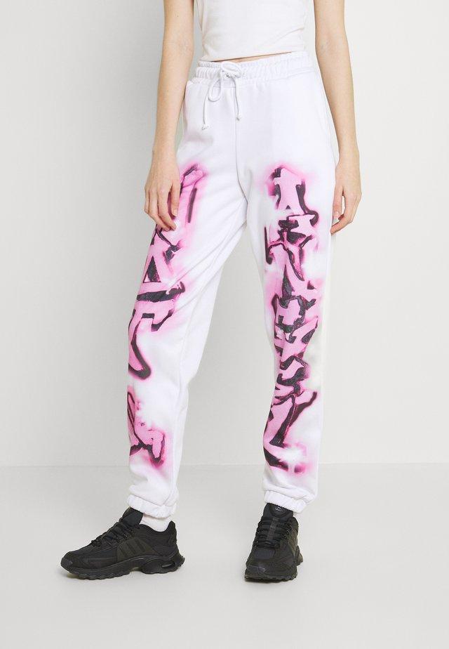NOT YOUR PRINT JOGGERS - Verryttelyhousut - pink