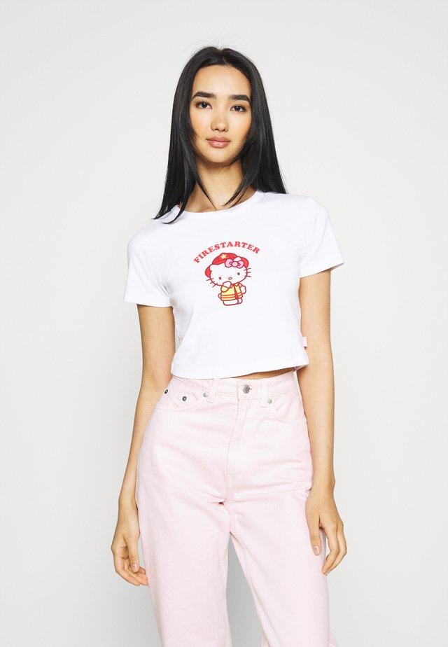 FIRESTARTER BABY TEE - T-shirts med print - white