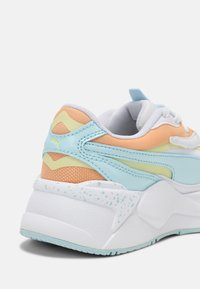 Puma - RS-X³PASTEL MIX - Sneakers laag - white/yellow pear/peach cobbler - 5