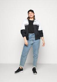 Calvin Klein Jeans Plus - STRIPE TAPE - Giacca a vento - white - 1