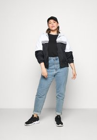 Calvin Klein Jeans Plus - STRIPE TAPE - Windbreaker - white - 1