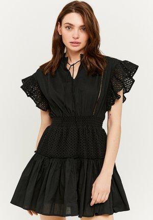 MIT RUDHALSKRAGEN UND STICKEREI - Korte jurk - black