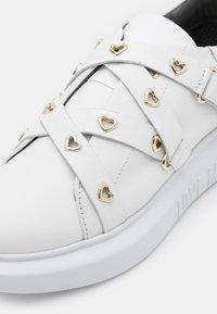 Love Moschino - RUNNING - Baskets basses - white - 6