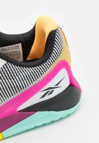 Reebok - NANO X1 GRIT FLOATRIDE ENERGY FOAM TRAINING WORKOUT - Zapatillas de entrenamiento - footwear white/core black/pursuit pink - 5