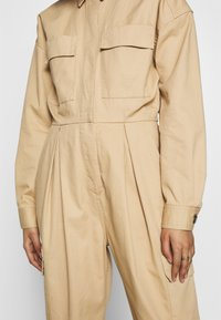 Who What Wear - THE UTILITY JUMPSUIT - Kombinezon - sand - 4