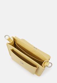 HVISK - CAYMAN POCKET RESPONSIBLE - Across body bag - pastel yellow - 2
