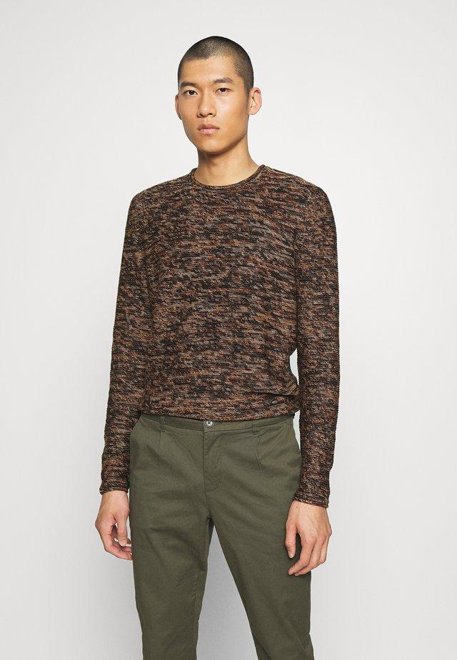 ONSCAM CREW NECK - Jumper - brown