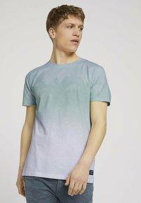 TOM TAILOR DENIM - T-shirt med print - mint palm photo print - 0